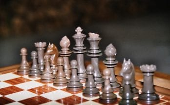 how do you play chess
